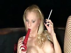 Sexy Smoking Babe!