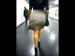 Girl Sho Iz Jigglin&039; Her Booty