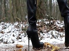 Used Overkneeboots & Shoes: Leather, Pantyhose, Upskirt
