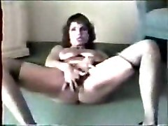 Great Masturbation Of A Mature Bitch